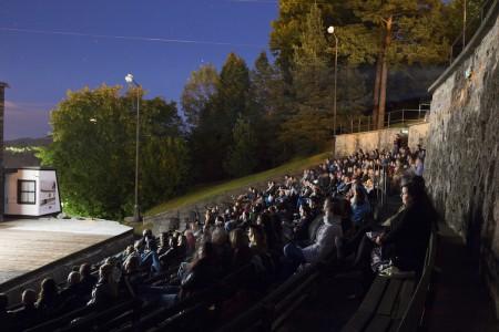 4-zivly-amfiteater-publikum.jpg
